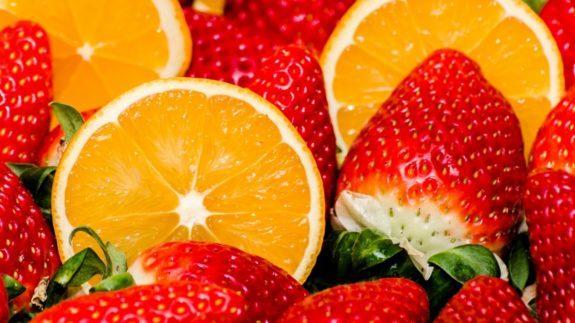 Попробуйте сделать настойку из клубники с лимоном