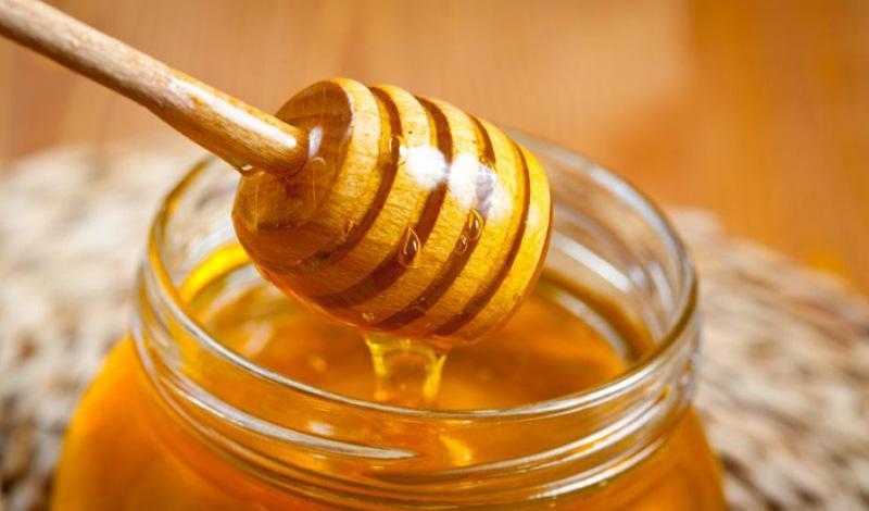 Достаточно простой рецепт домашнего вина с медом.