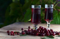 По этому рецепту лучше сделать наливку из черешни черной, а вишневый лист должен быть свежим, только сорванным с дерева.