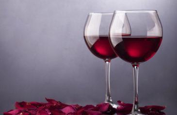 Оказывается, приготовить вино самому совсем не сложно, но самое интересное, что вовсе не обязательно делать его из винограда.