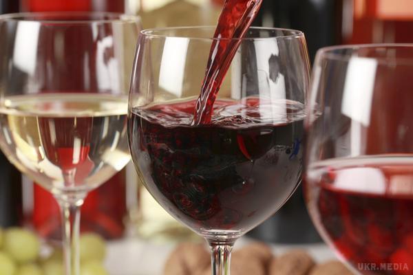 Красное вино понижает давление или повышает