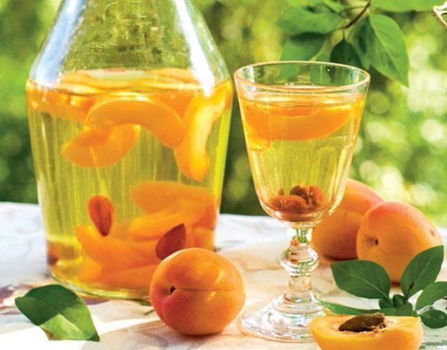 Что нужно для настойки на абрикосовых косточках?