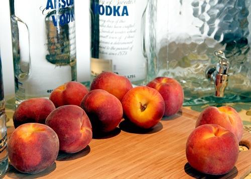Приготовление наливки из персиков