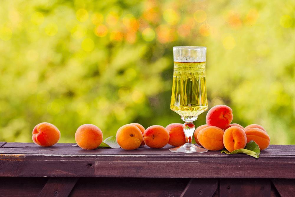 Домашняя настойка из абрикосов