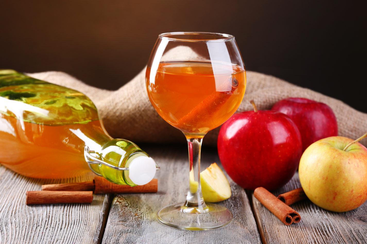 Как приготовить наливку из яблок?