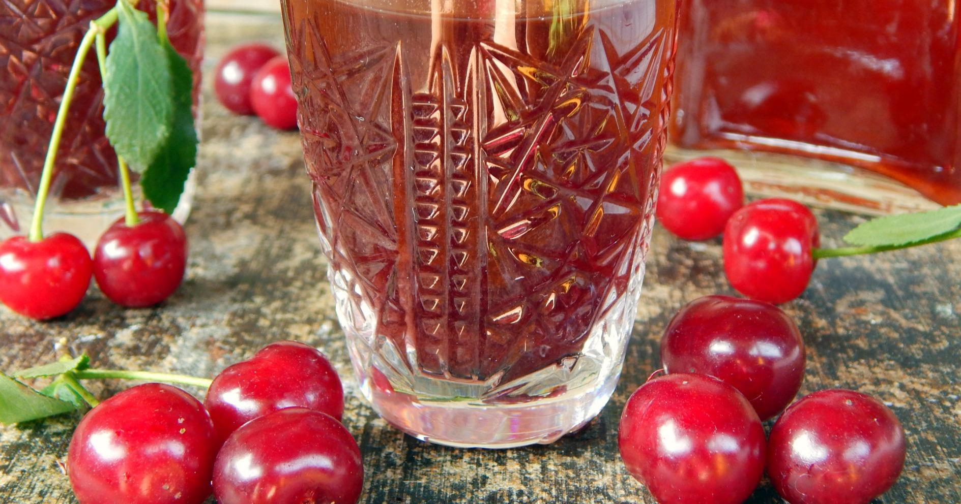 Как готовится вишневая наливка на спирту?