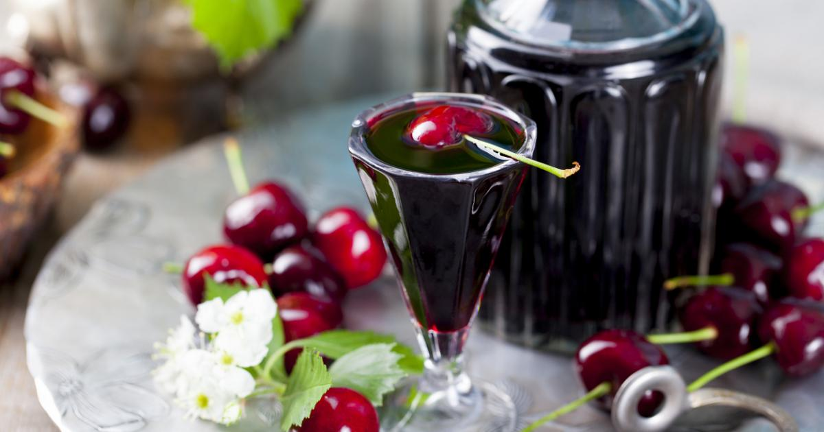 Как готовится настойка вишневая?