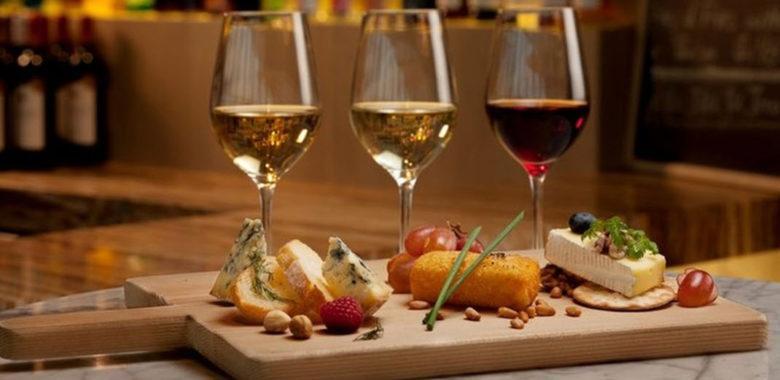 как подавать вино
